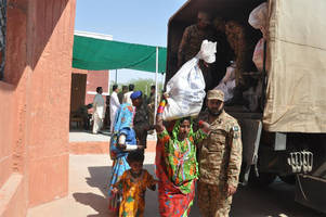 Pakistan army reaches Thar, Mithi help famine victims