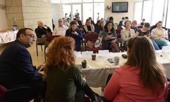 foreign dignitaries mark int'l women's day in israel with tour of na'amat shelters